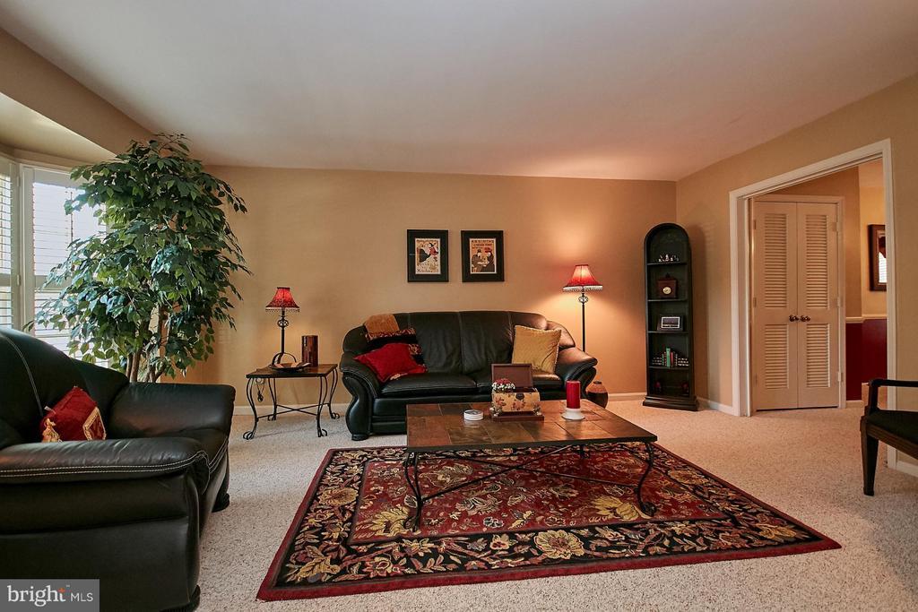 Living Room - 5959 QUEENSTON ST, SPRINGFIELD