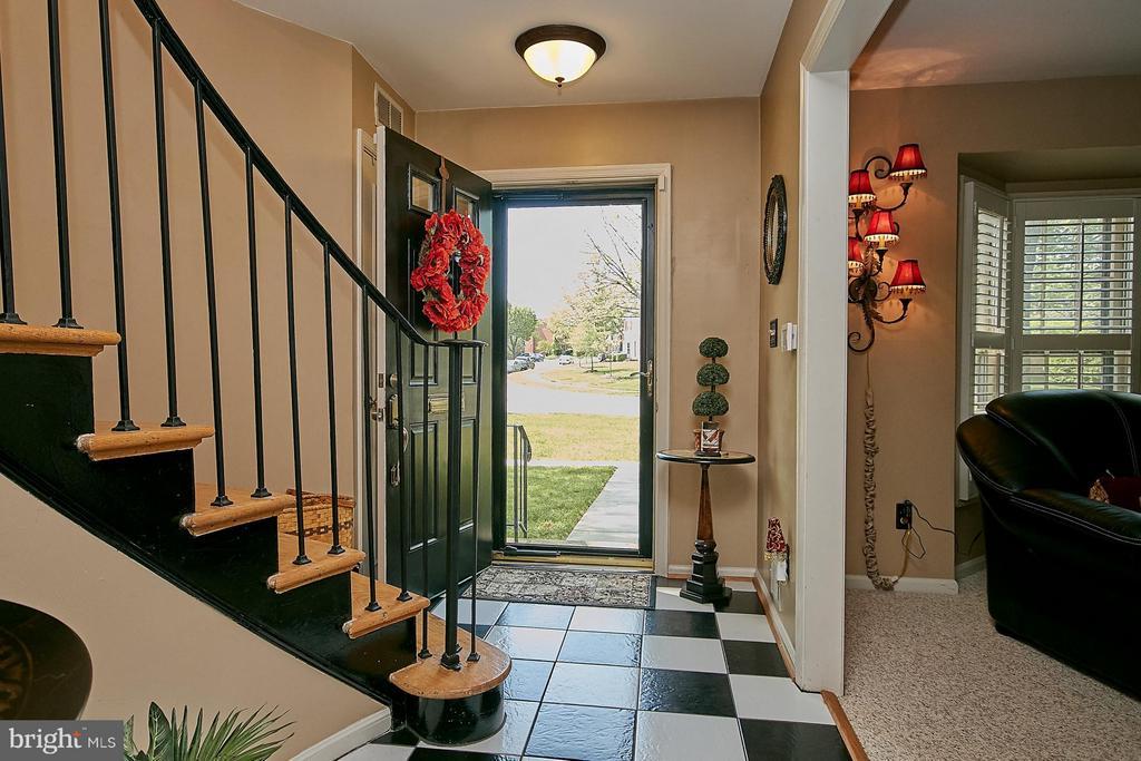 Entry foyer - 5959 QUEENSTON ST, SPRINGFIELD