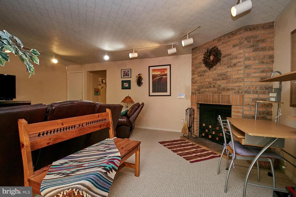 Fireplace - 5959 QUEENSTON ST, SPRINGFIELD