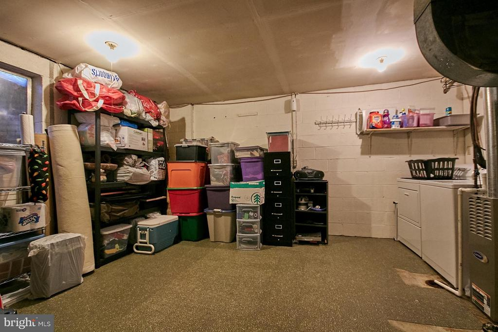 Laundry and large storage area - 5959 QUEENSTON ST, SPRINGFIELD