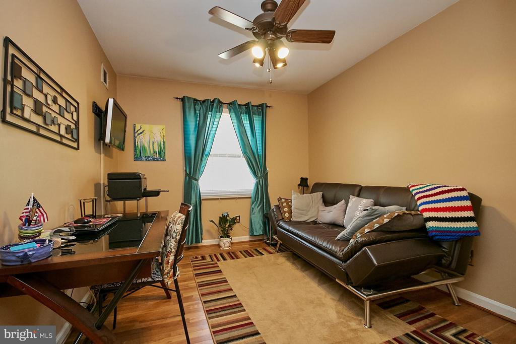 3rd upper level bedroom - 5959 QUEENSTON ST, SPRINGFIELD