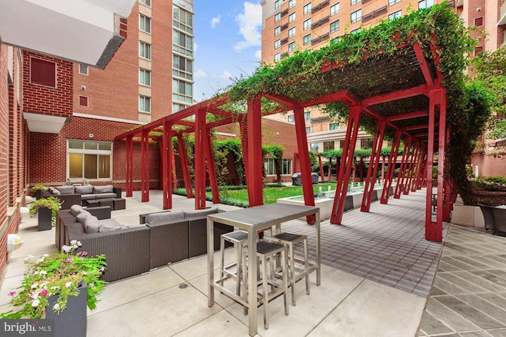 Lots of outdoor space for grilling and partying - 1000 NEW JERSEY AVE SE #626, WASHINGTON