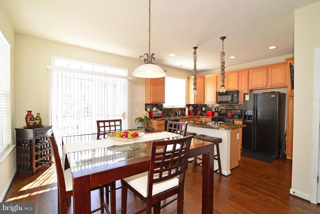Eat-in Kitchen - 4661 CARISBROOKE LN, FAIRFAX