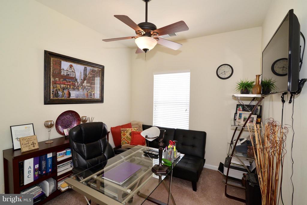 Bedroom/office - 4661 CARISBROOKE LN, FAIRFAX