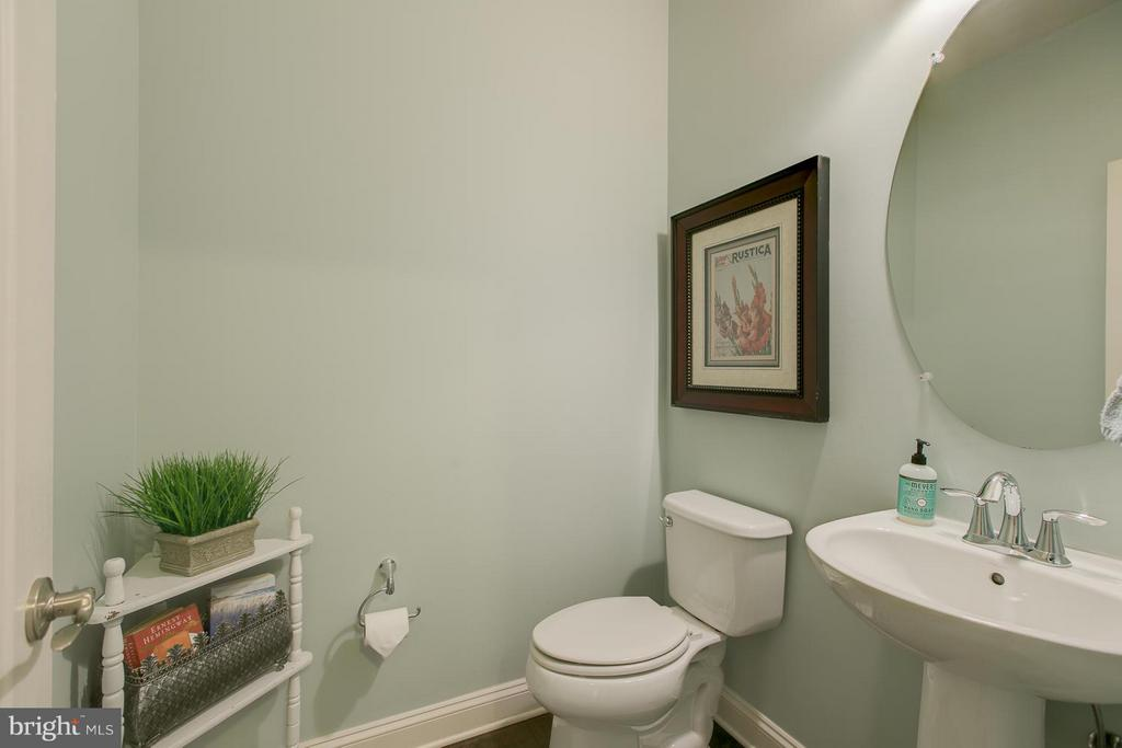 Spacious Powder Room on Main Floor - 73 WAGONEERS LN, STAFFORD