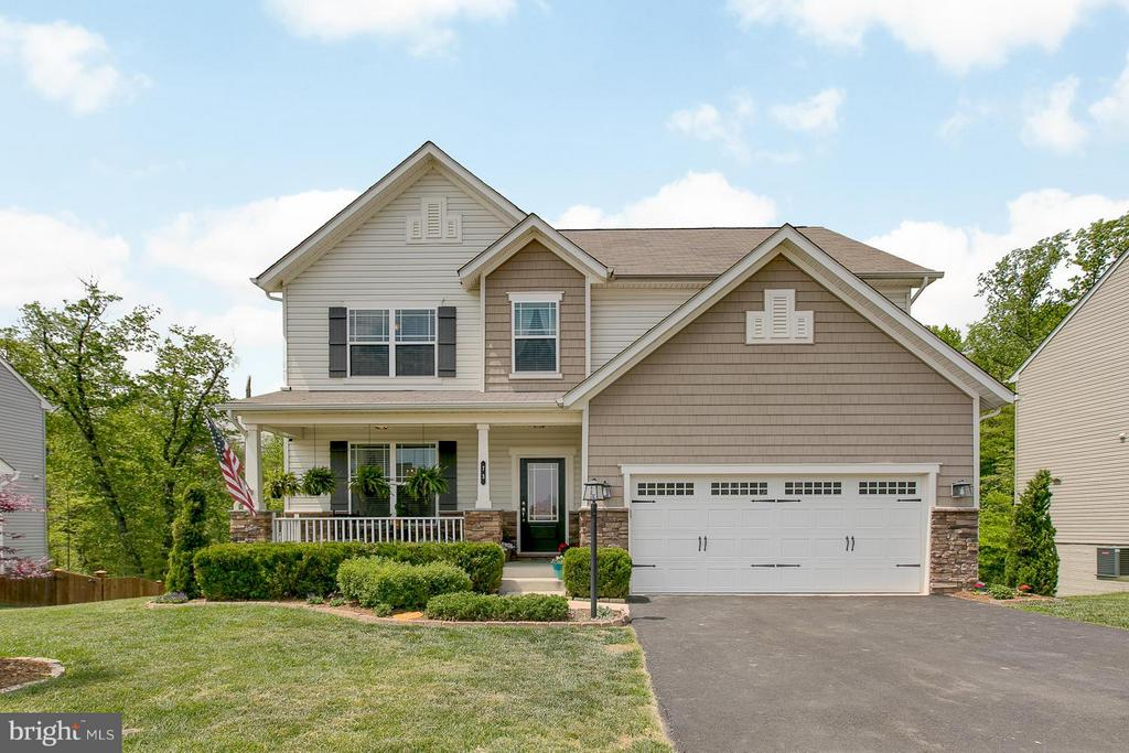 Beautiful 5 bedroom Craftsman with Front Porch - 73 WAGONEERS LN, STAFFORD