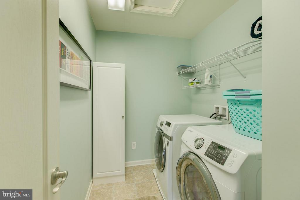 2nd Floor Laundry! - 73 WAGONEERS LN, STAFFORD