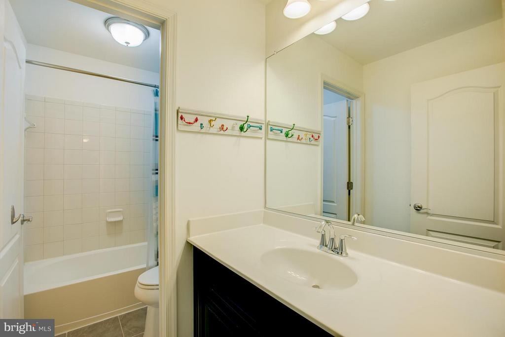 Upgraded Back Saver Vanities, Sep Shower Area - 73 WAGONEERS LN, STAFFORD