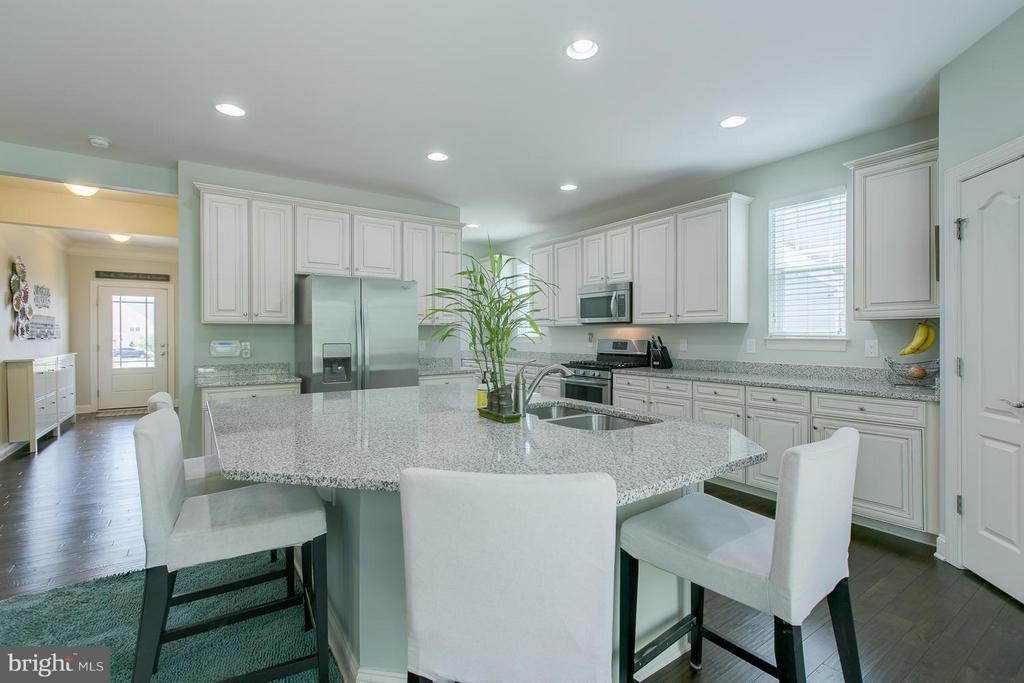 Oversized Spacious Island perfect for Breakfast - 73 WAGONEERS LN, STAFFORD