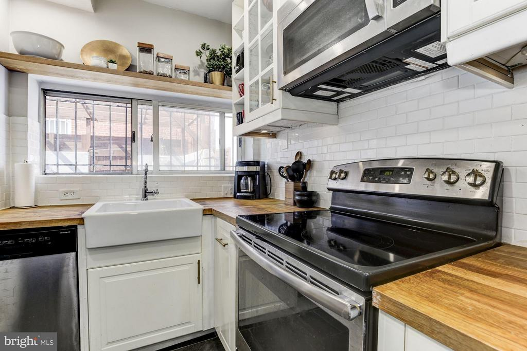 Kitchen - 1544 D ST SE, WASHINGTON