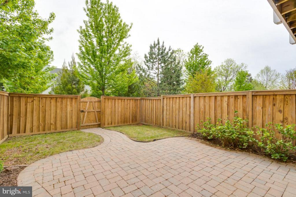 Backyard with Brick Patio & Privacy Fence - 22862 LIVINGSTON TER, ASHBURN