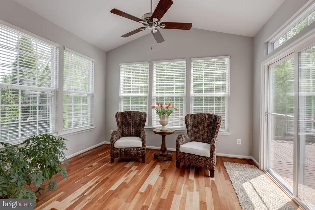 Living room opens to expansive deck - 17235 FOUR SEASONS DR, DUMFRIES