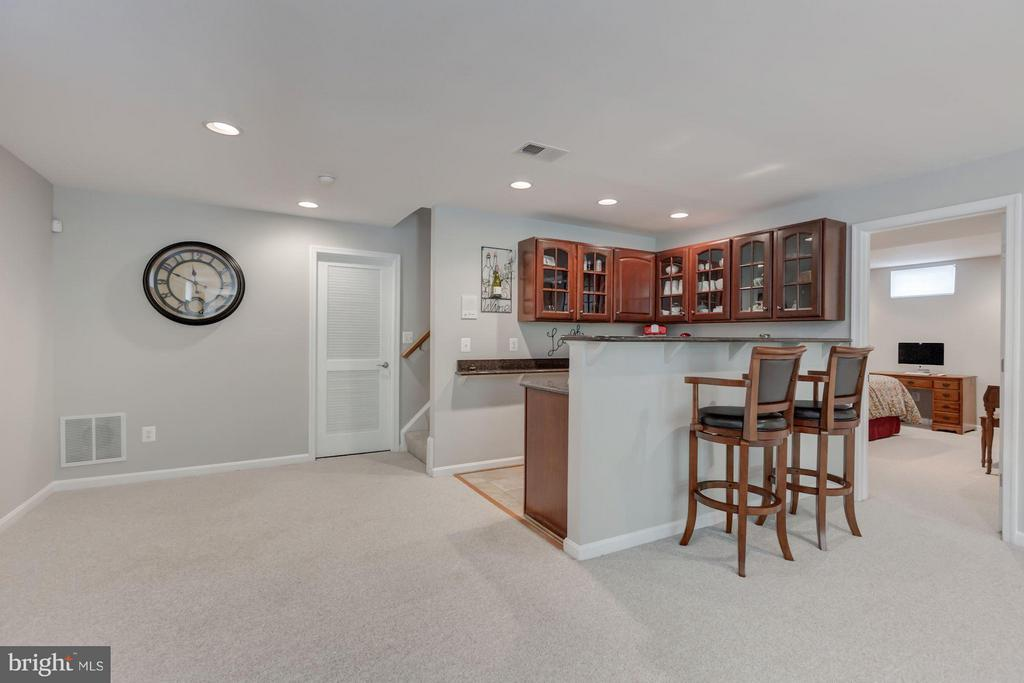 Lower level with wet bar - 17235 FOUR SEASONS DR, DUMFRIES