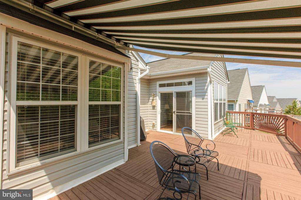 Sunsetter for shaded relaxation - 17235 FOUR SEASONS DR, DUMFRIES
