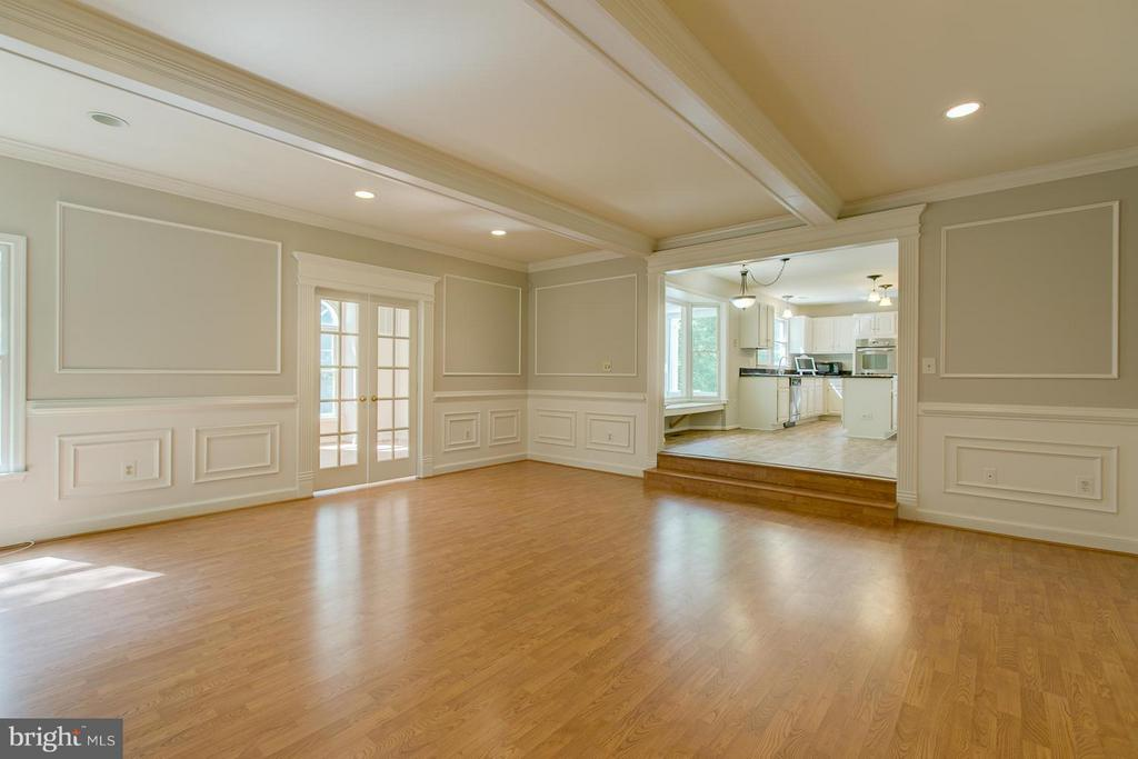 Gorgeous crown molding - 55 CHRISTOPHER WAY, STAFFORD