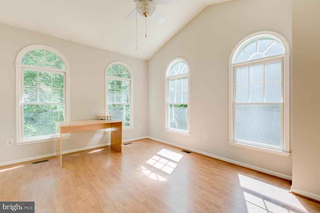 Sunroom with lots of natural light - 55 CHRISTOPHER WAY, STAFFORD