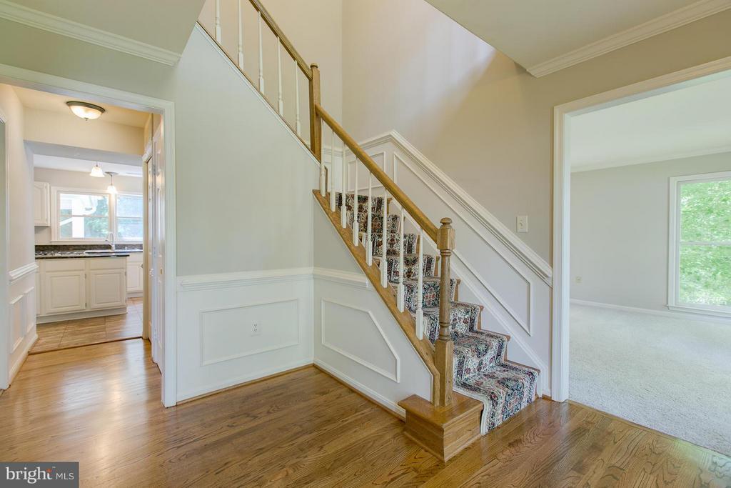Gleaming hardwood floors - 55 CHRISTOPHER WAY, STAFFORD