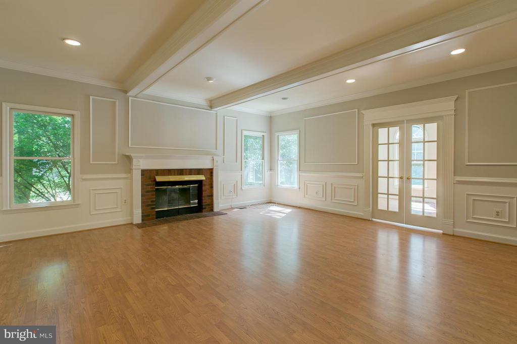 Great room with recessed lighting - 55 CHRISTOPHER WAY, STAFFORD