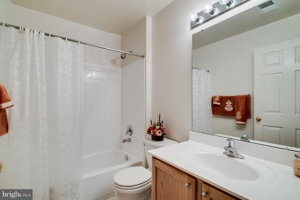 Bath - 4709 LAURIEFROST CT, ALEXANDRIA