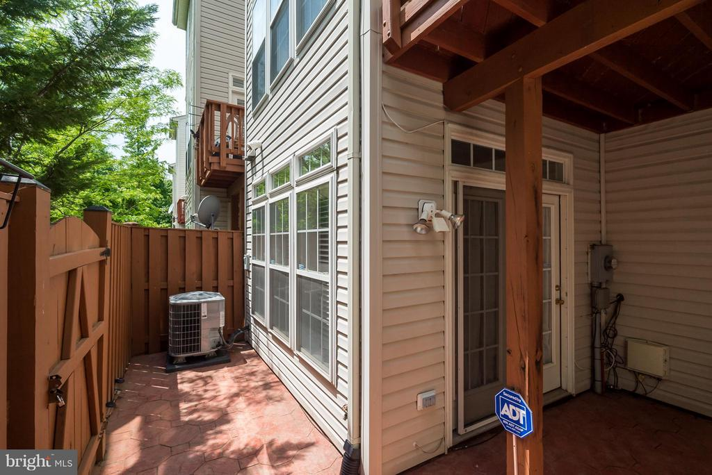Exterior (Rear) - 4709 LAURIEFROST CT, ALEXANDRIA