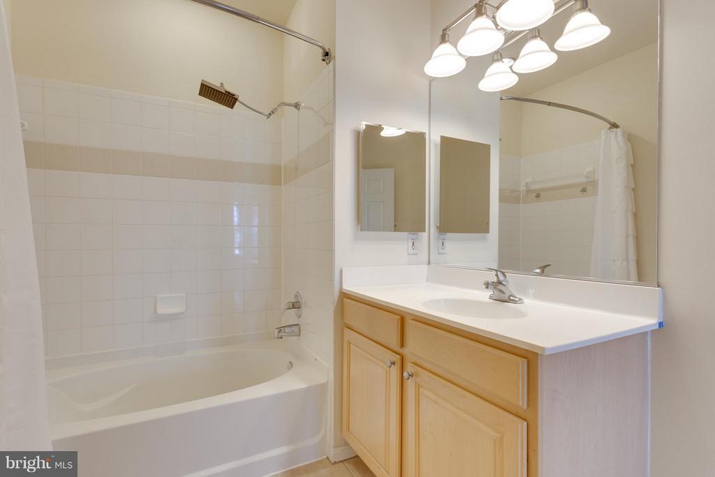 Bath (Master) - 2321 25TH ST S #2-415, ARLINGTON