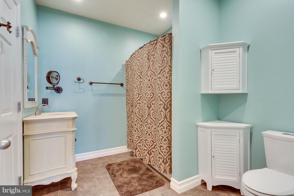 2nd Full Bath - 2321 25TH ST S #2-415, ARLINGTON