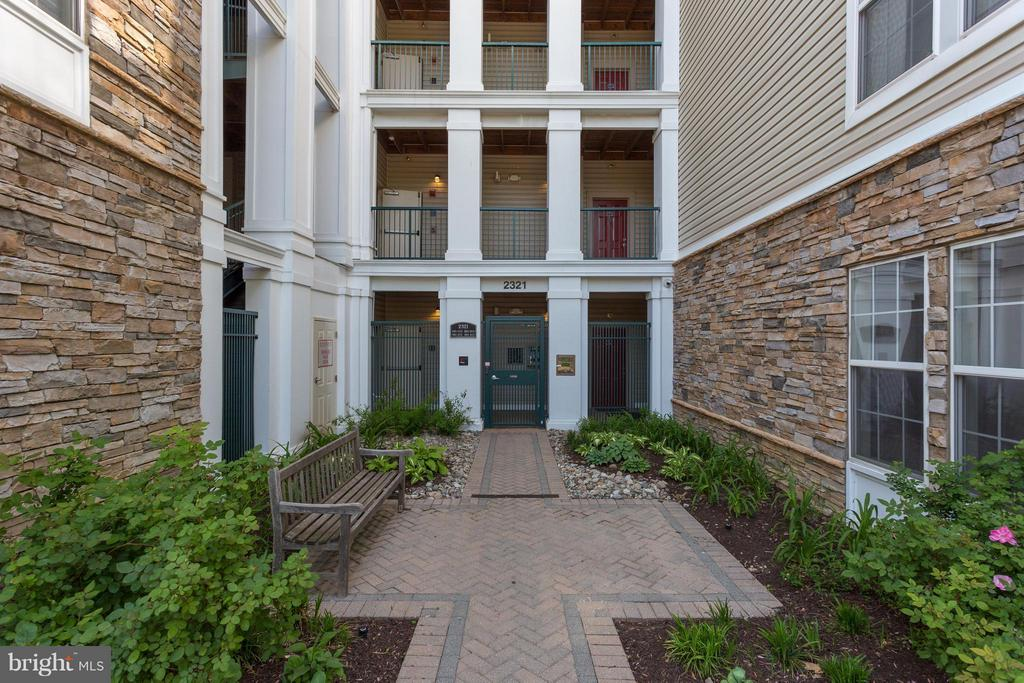 Exterior Courtyard - 2321 25TH ST S #2-415, ARLINGTON