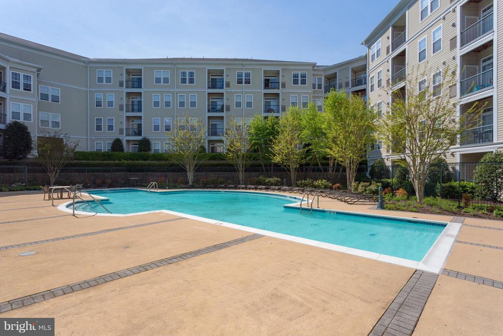 Community Pool - 2321 25TH ST S #2-415, ARLINGTON
