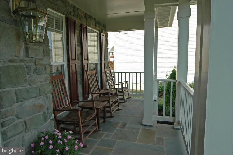 Front Porch - 14865 TIMOR CT, HAYMARKET