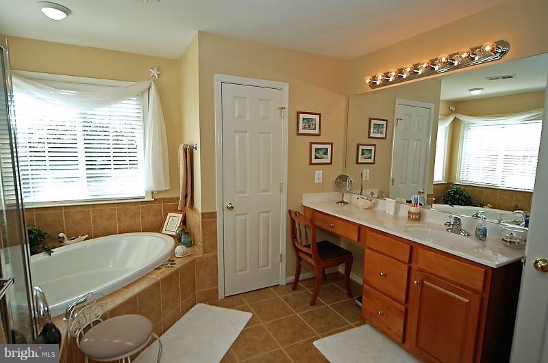 Masetr Bathroom - 14865 TIMOR CT, HAYMARKET