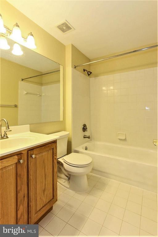 Bath - 43912 EAGLE HARBOR TER, ASHBURN