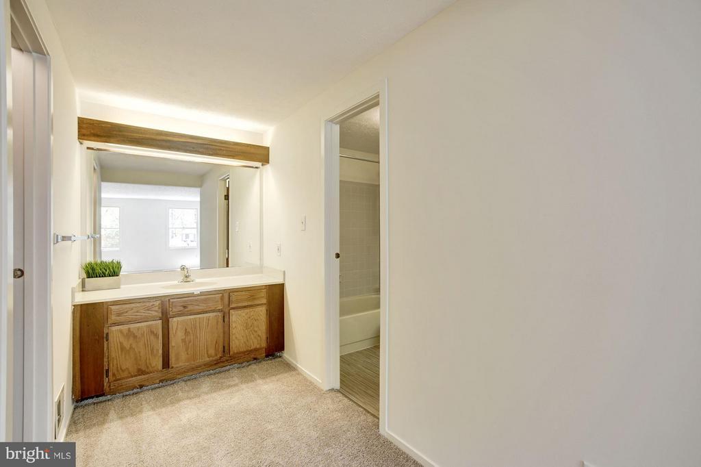 Bedroom (Master) vanity - 6247 GARRETSON ST, BURKE