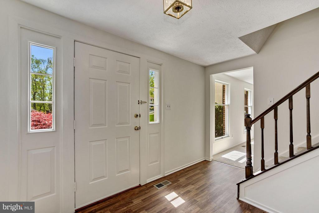 Foyer / updated floor, painted thu-out inside - 6247 GARRETSON ST, BURKE