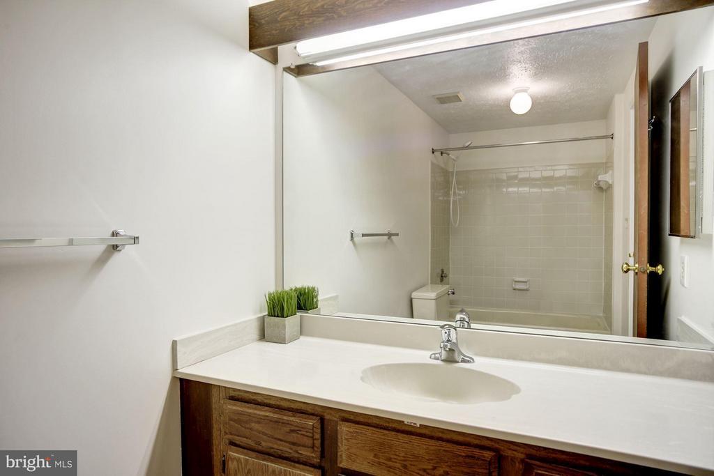 Bath (Master), new floor - 6247 GARRETSON ST, BURKE
