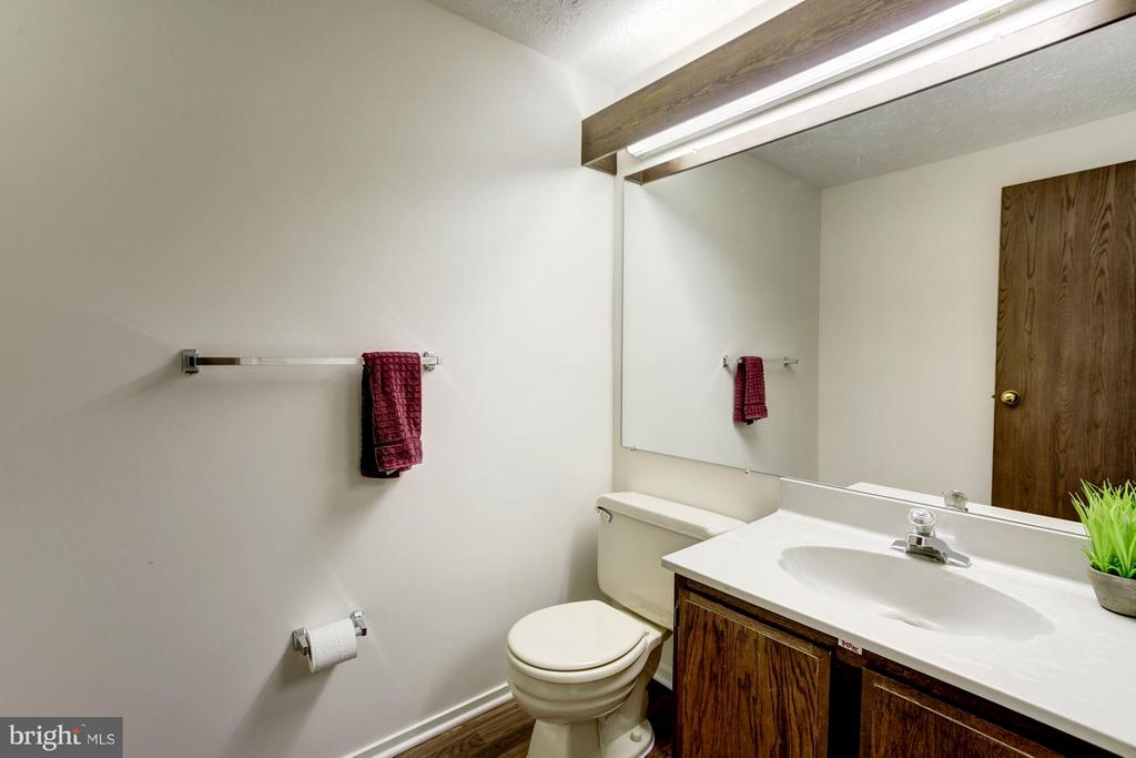Powder room, new floor - 6247 GARRETSON ST, BURKE