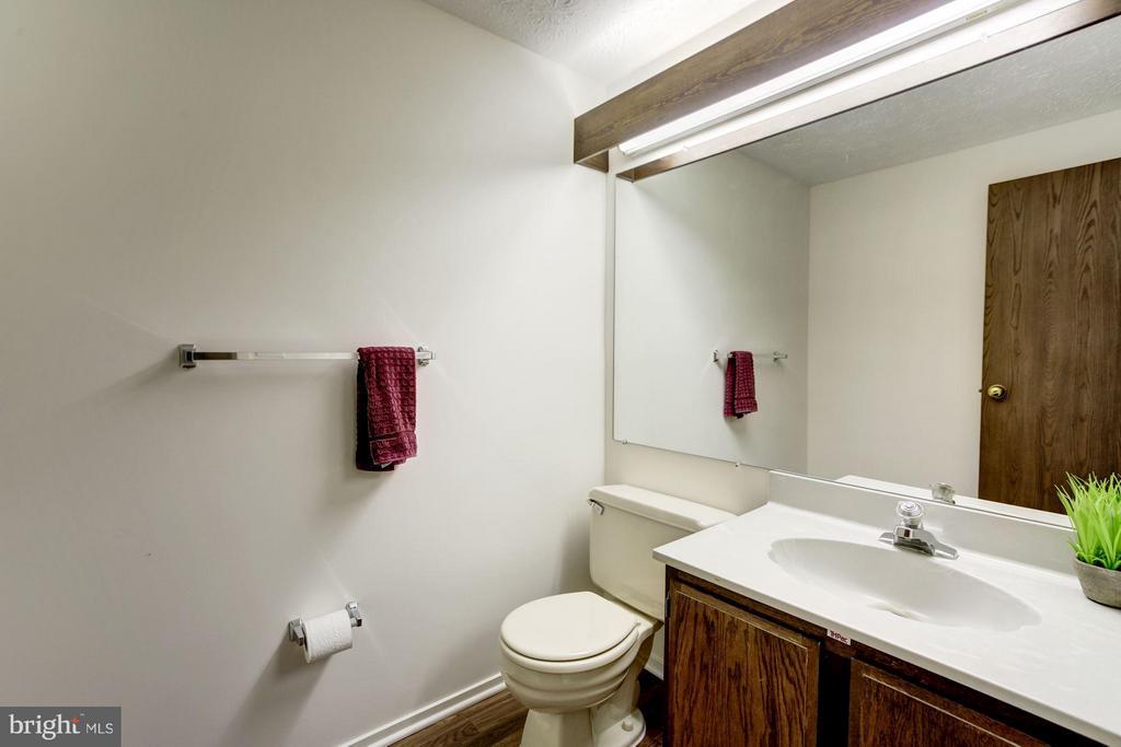 Powder room, new floor - 6247 GARRETSON ST, BURKE