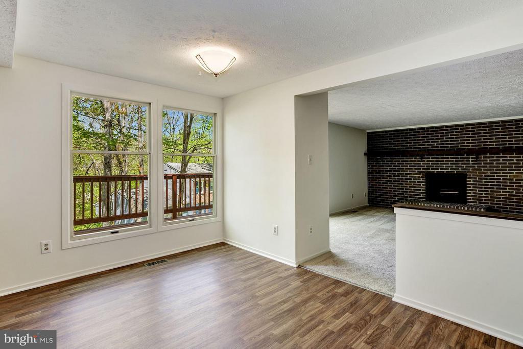 Breakfast area, new floor - 6247 GARRETSON ST, BURKE