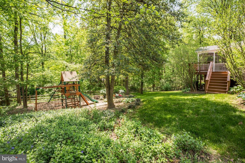 Wooded views and private playground - 1329 QUAIL RIDGE DR, RESTON