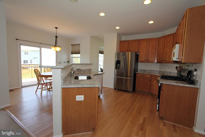 Spacious Kitchen- ALt View - 402 HANRAHAN CT SE, LEESBURG