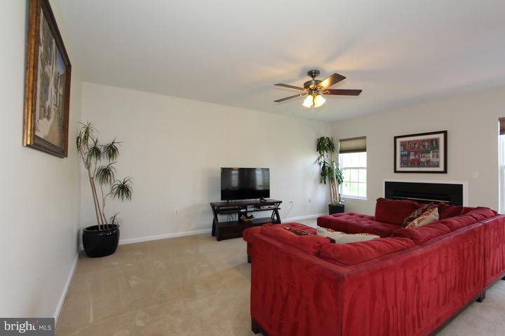 Family Room- Alt View - 402 HANRAHAN CT SE, LEESBURG