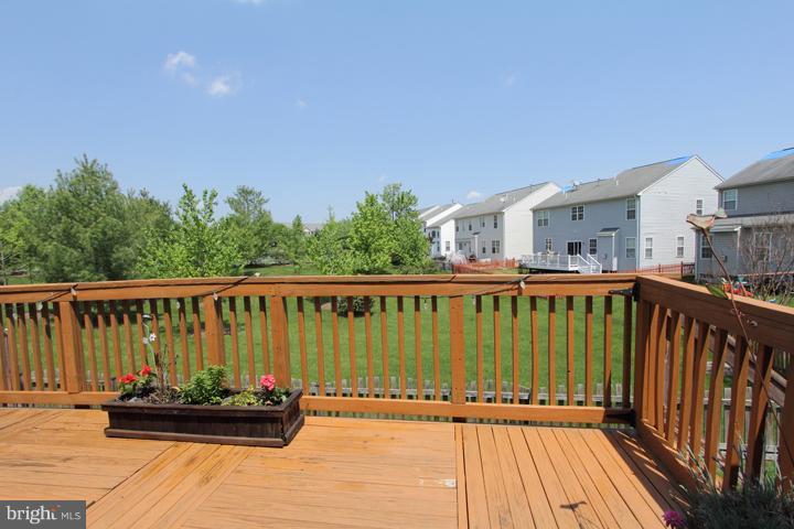 Deck Overlooking Backyard- ALt View - 402 HANRAHAN CT SE, LEESBURG