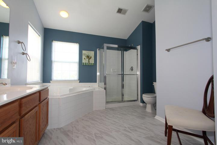 Master Bath with New Ceramic Tile - 402 HANRAHAN CT SE, LEESBURG
