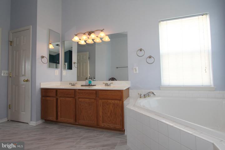 Master Bath- Alt View - 402 HANRAHAN CT SE, LEESBURG