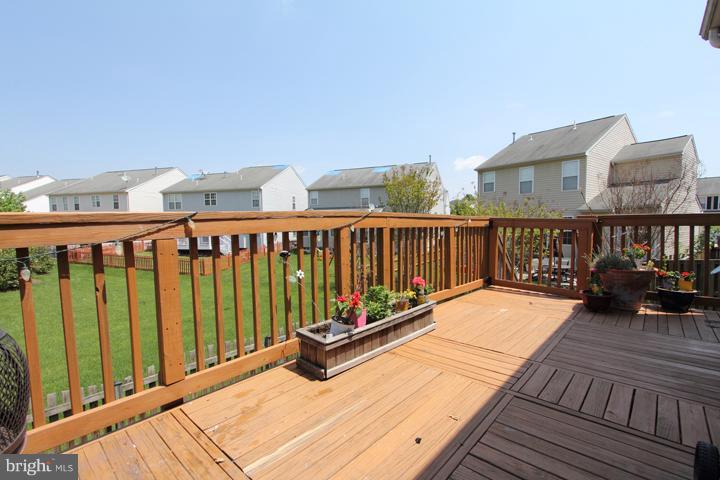Deck Overlooking Common Area - 402 HANRAHAN CT SE, LEESBURG