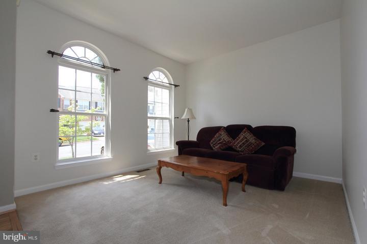 Living Room - 402 HANRAHAN CT SE, LEESBURG