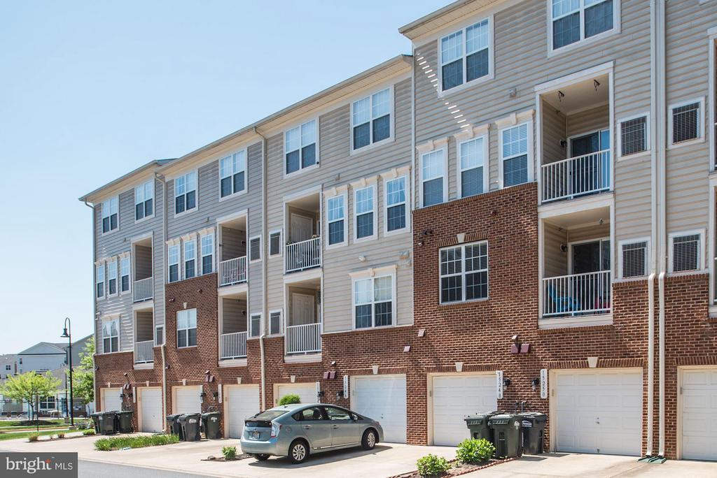 Property Conveys with Attached Parking Garage - 15246 ROSEMONT MANOR DR, HAYMARKET