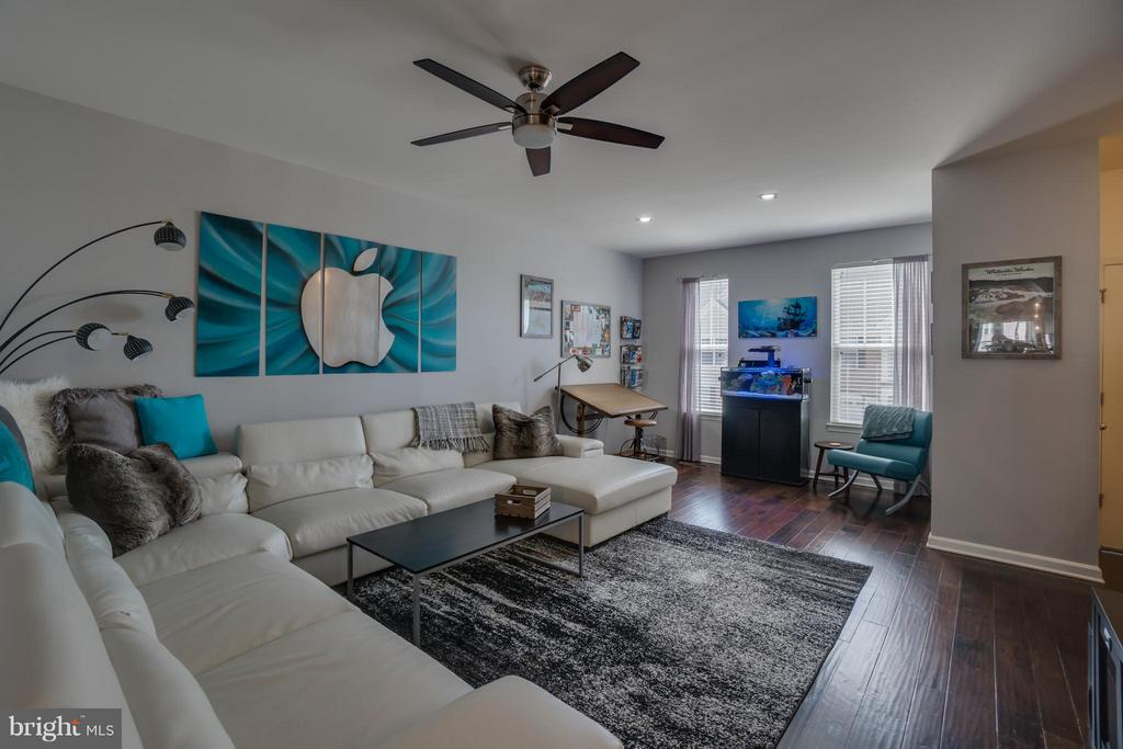 Family Room w/ Sitting Area - 117 DANDRIDGE CT #48, STAFFORD