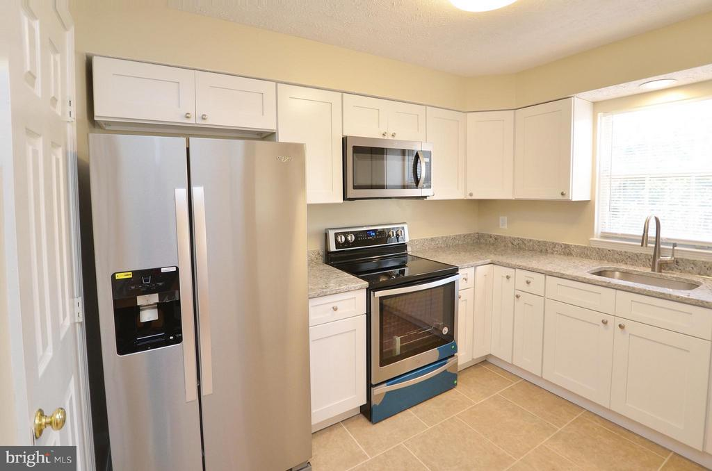 Completely Remodeled Kitchen - 14091 WINDING RIDGE LN, CENTREVILLE