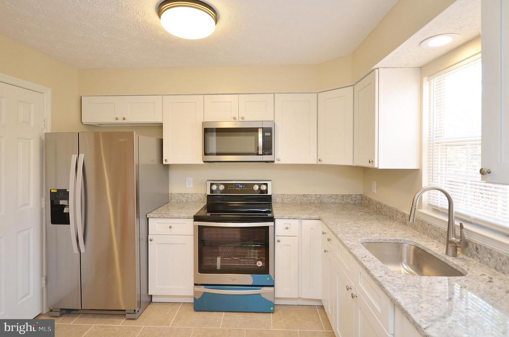 New Stainless Steel Appliances - 14091 WINDING RIDGE LN, CENTREVILLE