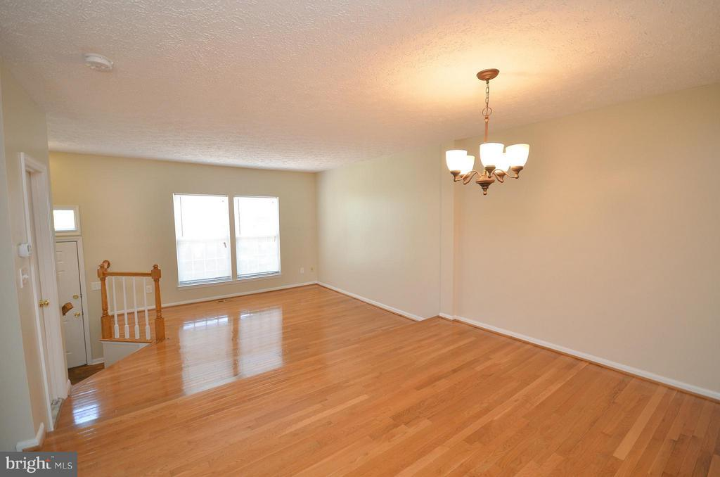 Dining Room with Refinished Hardwood Floors - 14091 WINDING RIDGE LN, CENTREVILLE
